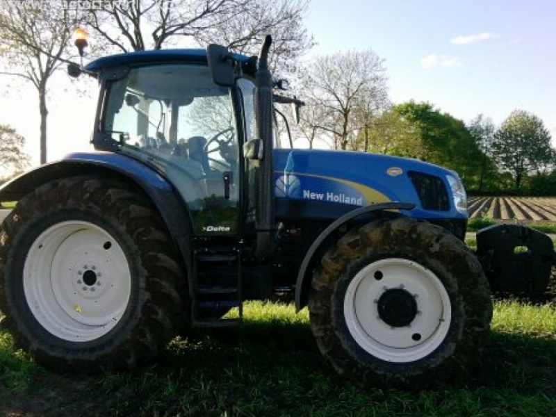 New Holland T6030 Delta