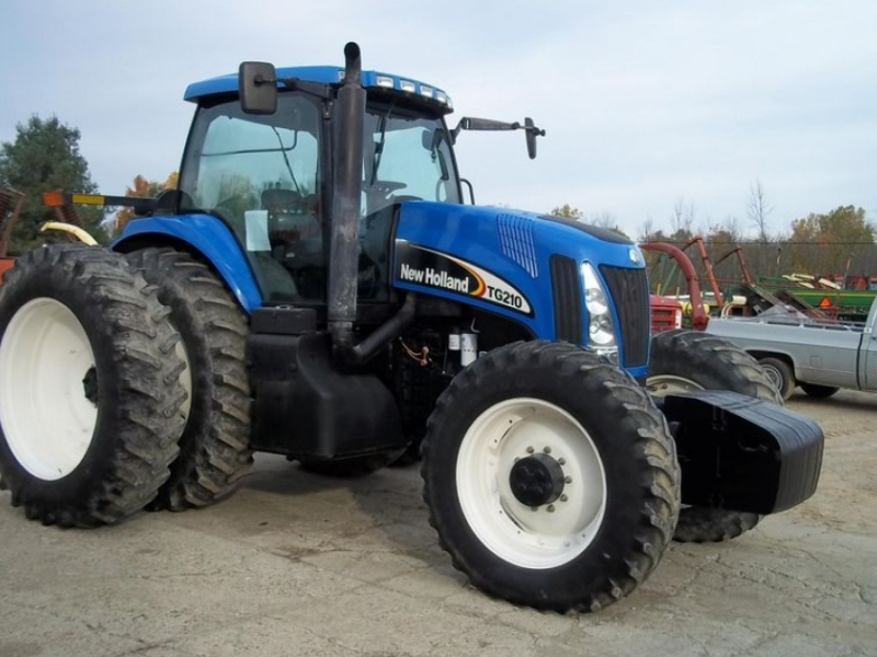 New Holland TG210